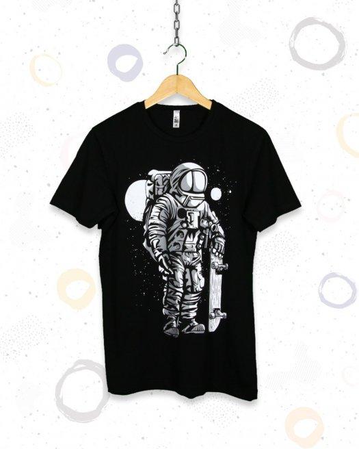 Kaykaylı Astronot Baskılı Siyah Tişört