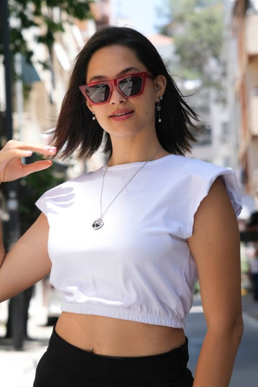 Vatkalı Beyaz Crop Tişört